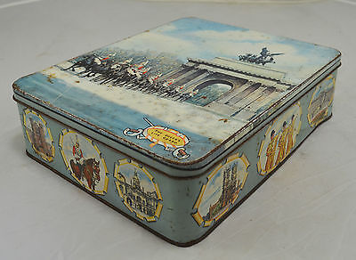Suberb Rare Vintage Tin - Huntley & Palmers LTD - The Queen's Life Guard
