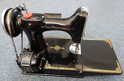 Singer Sewing Machine 1938 221-1 Featherweight GOLDEN GATE EXPOSITION 1939 BADGE
