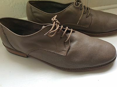 On Trend mens shoes Size 9
