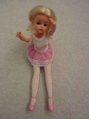 Sindy - Vintage 1982 Hard-Head Blonde Active/ Ballerina In Outfit- Ankles Pose