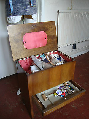 VINTAGE SEWING BOX/TABLE/CONTENTS/PATONS 1950s