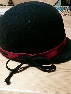 Vintage style black and red hat