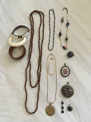 Assortment Lot Of 13 Pieces Of Jewellery