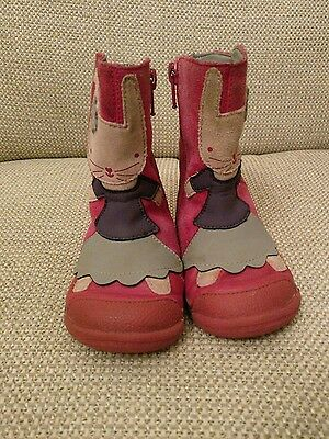 Clarks Pink Rabbit boots size 5.5 G