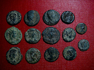 Very nice lot of 14 bronze Roman coins (Desert patina)