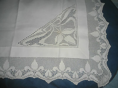 """A Stunning  White  Linen And Lace Tablecloth 38"""" Square"""