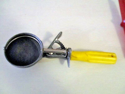 Vintage Metal Ice Cream Scoop Plastic Handle Scoop Master