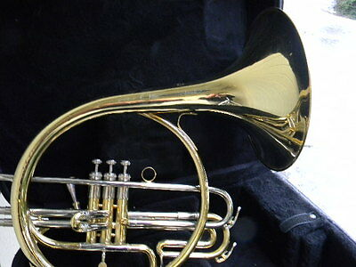 HOLTON MARCHING FRENCH HORN in GREAT CONDITION