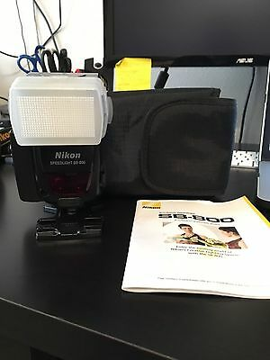 Nikon SB-800 AF Speedlight with Stand, Canvas Bag, and 5th Battery Holder