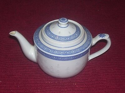 "Perfect Tienshan Embossed Rice Eyes Rice Flower 4&1/2"" Four Cup Teapot With Lid"