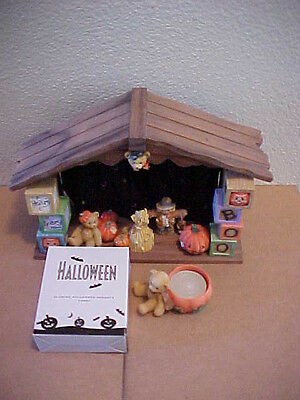 Cherished Teddies A Beary Scary Night Halloween Display with extras 1995