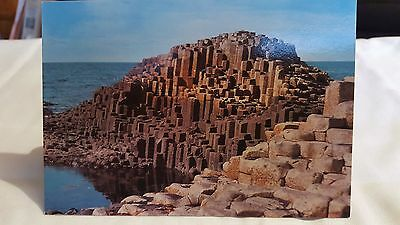 1  Postcard of the amazing Giant's Causeway in Co Antrim. NEW/UNUSED
