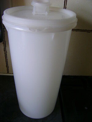 Vintage Tupperware Round Container With Flip Lid