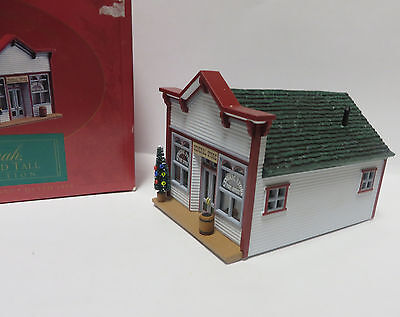 HO Toy Train Display House - Mrs. Parkley's General Store -1994 - Excellent