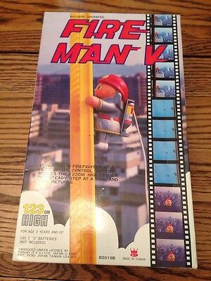 FIRE MAN V LADDER CLIMBING FIRE FIGHTER vintage 1984 TOY w/BOX