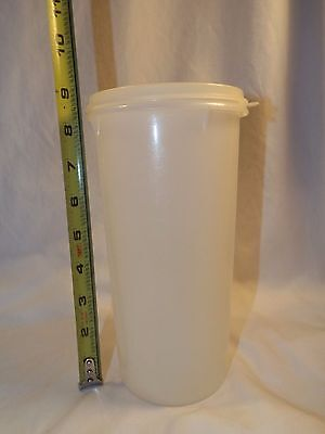 Tupperware Handolier Canister with Lid 261-10