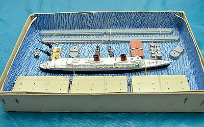 Triang Minic Ships M891 Queen Elizabeth Gift Set