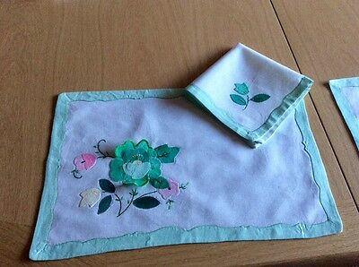 vintage style table linen: placemats and napkins