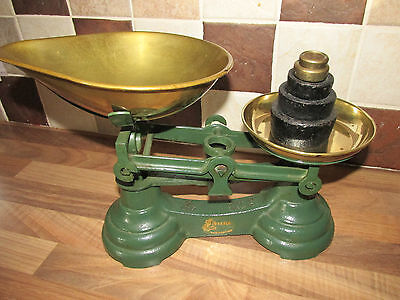Green Librasco Scales With Set of 5 weights