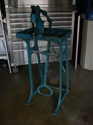 Grommet & Snap Press Machine with Stand and Foot Press Heavy Duty Cast Iron