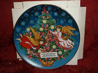 "Avon ""trimming The Tree"" 1995 Christmas Collector Plate New In Box"