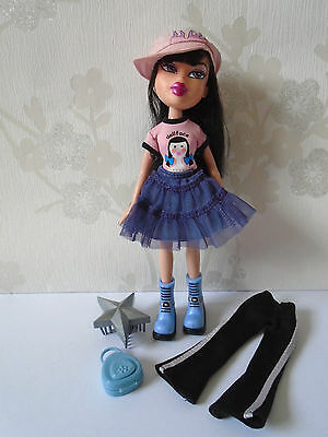 Bratz Doll Strut It Jade with Original Bratz Clothes, Shoes, Brush
