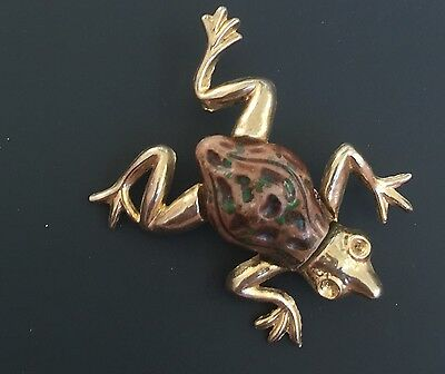Vintage Adorable Frog Pin With Stone BodyOn Gold Tone Metal