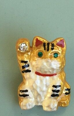 Adorable Vintage Lucky Cat  Pin In Enamel On Gold Tone Metal With Crystals