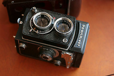 Vintage Seagull  Medium Format Camera Twin Lens with Case! Cool! Read!!