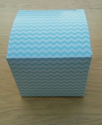 *SALE Pack of 6 blue white zig zag muffin fairy cake boxes single cupcake