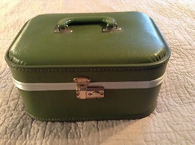 Vintage Green Train Case Make Up Overnight Carry On Luggage Suitcase Very Clean