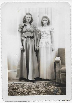 Vintage Photo Vp346   1940's - 2 Young Women In Beautiful Dress