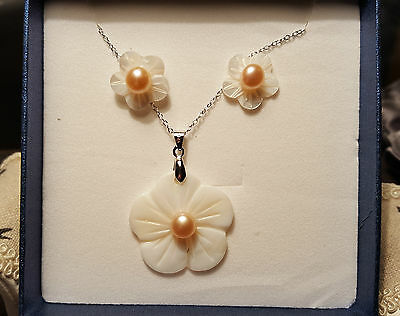 Beautiful freshwater Peach Pearl earing and pendant set in sterling silver