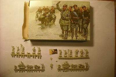 Soldatini Toy Soldiers Waterloo Mussolini plastica-resina scala 1:72