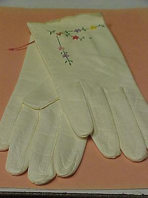 Women's Kid Gloves-size 7 1/2-Capretto Lavabile Italy Embroidered = 15164C