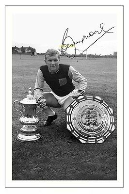 4x6 SIGNED AUTOGRAPH PHOTO PRINT OF BOBBY MOORE WEST HAM #35