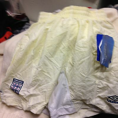 ENGLAND  2000/2  home SHORT 30/32INCH in £6 NEW BADLY SHOP SOILED