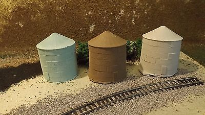 N-Scale 3 Grain Bins 1:160 Model Train Detail Accessories Unfinished