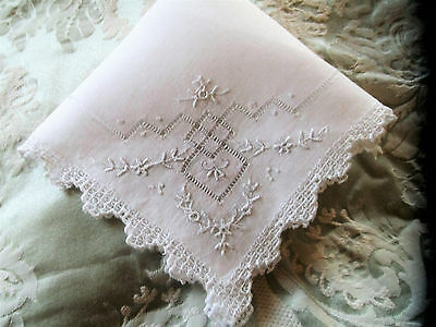 Vintage Ladies Lace And Embroidered Handkerchief ..in Beautifulcondition