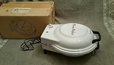 PIZZA PERFECT home kitchen Stone Baker pizza oven machine EUC po-1200