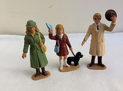 LGB Hand Painted G Gauge Figures  -  51290 Group of 3 Passengers  (no luggage)