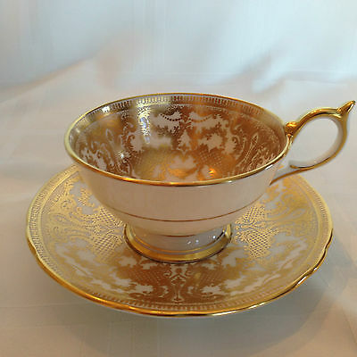 Aynsley - Gold Lace 7949 - Gold Encrusted - Teacup and Saucer