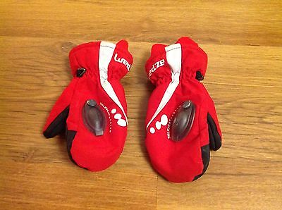 Excellent condition childrens skiing gloves/ mittens age 4-6 years