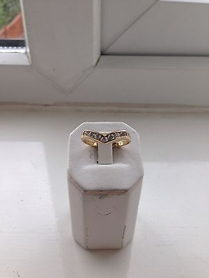 9CT GOLD HALLMARKED RING - - size N - - 1.8g- - NEW & BOXED
