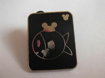Disney's Fish With Mickey Mouse Hat Pin Badge