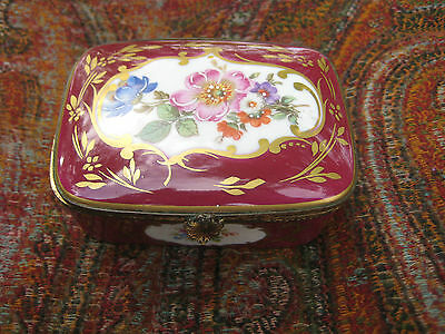 Antique / Vintage Limoges Porcelain Trinket Box Dresser Box Lovely