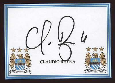 Claudio Reyna signed Man City crested card.