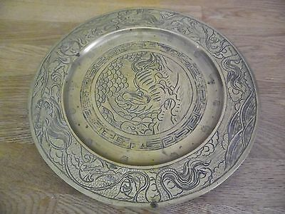 HEAVY ORIENTAL BRONZE/BRASS PLATE WITH DRAGON DECORATION. 26cm