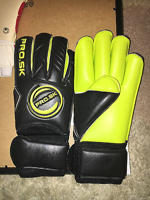 Pro Soccer Keeper Wet And Dry Goalkeeper Gloves Size 10.5