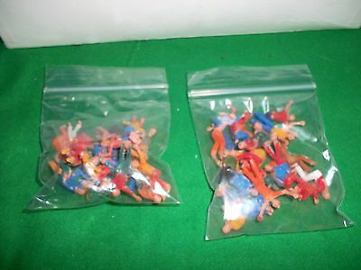 Subbuteo  50 X  Poorly Painted Spectators /fans In   Good Condition